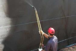 Нанесение жидкой мастики при помощи распылителя